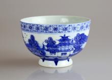Chinese Qianlong Qing Dynasty Blue and White Glazed Porcelain bowl, Qianlong Qing Dynasty, circa 18th Century