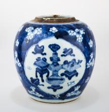 A BLUE AND WHITE PORCELAIN JAR.C200.