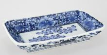 A CHINESE BLUE AND WHITE PORCELAIN SQUARE PLATE.THE BASE MARKED WITH FU GUI CHANG CHUN BLUE FOUR-CHARACTER.C208.