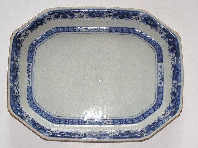 A late 18th/early 19thC Chinese blue & white