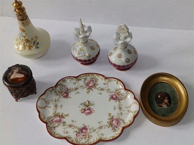 A limoges dressing table tray a limoges scent bottle a pai for Dressing amenagement limoges