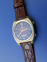 A gent's 14k Bulova Accutron wrist watch with date indicator on red crocodi
