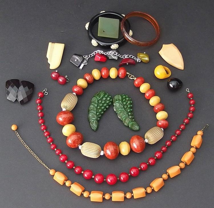 Vintage Bakelite Jewellery 120