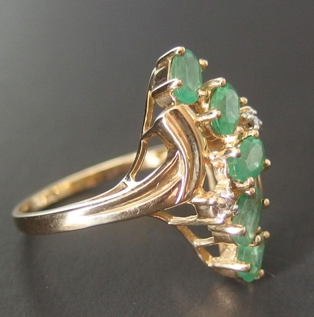 14KT GOLD & EMERALD RING