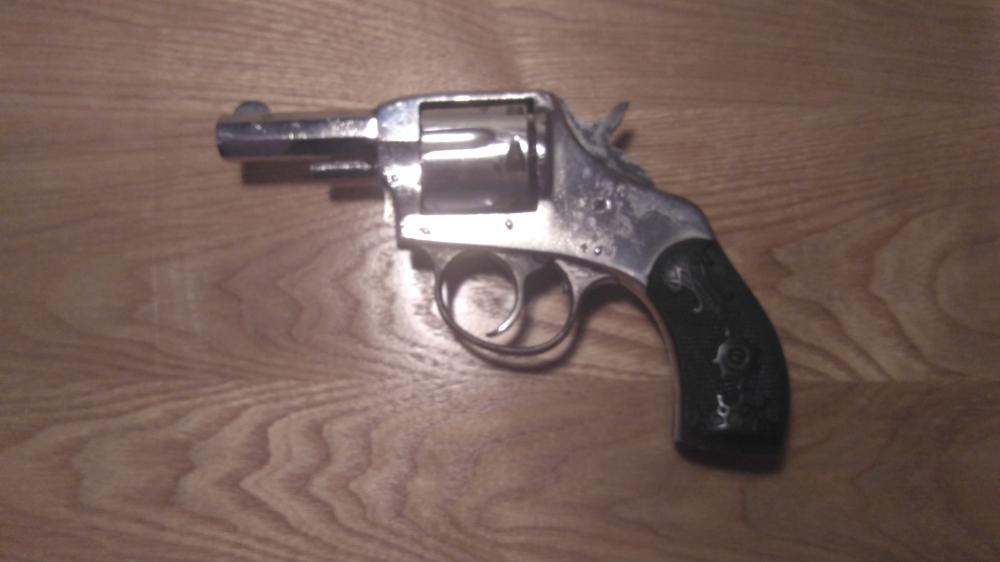 The American Double Action Antique Revolver, 32 S&W