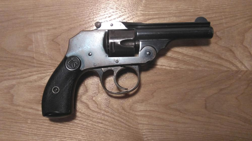 "Lot 5: U.S. Revolver Company, Hammerless, 3"" Barrel, 32 S&W Antique Revolver"