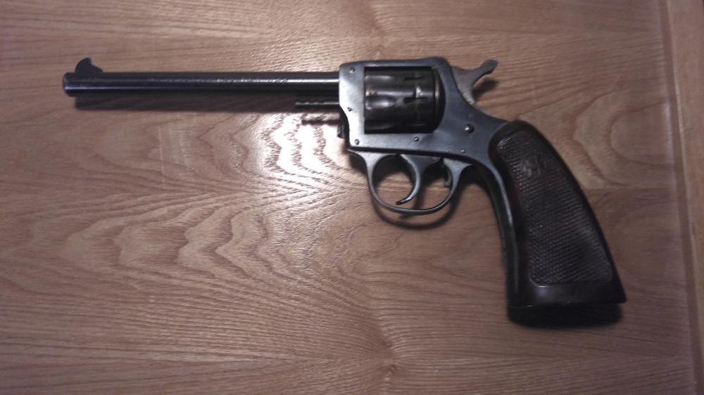 """Lot 6: H&R Model 922, 22 caliber, 9 shot revolver, 6"""" barrel"""