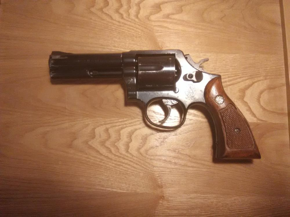 """Nice Used Smith & Wesson Model 581 357 Magnum 4"""" Barrel"""