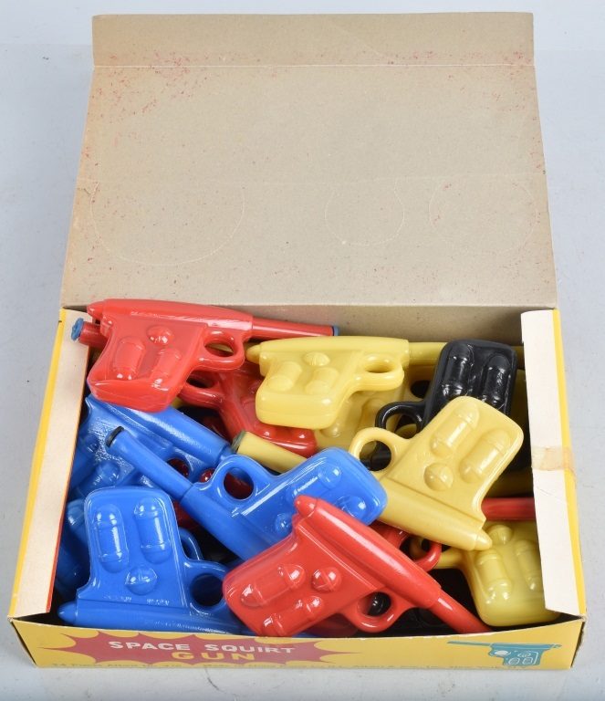 24- VINTAGE DISPLAY BOX FULL OF SPACE SQUIRT GUNS