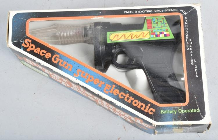 VINTAGE BATTERY OPERATED SPACE GUN w/ BOX