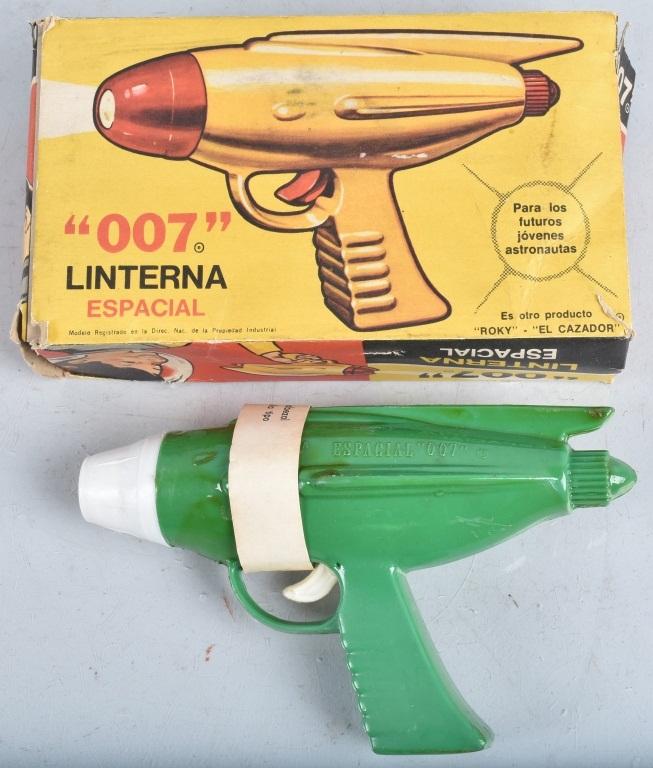 Vintage 007 LINTERNA ESPACIAL SPACE GUN w/ BOX
