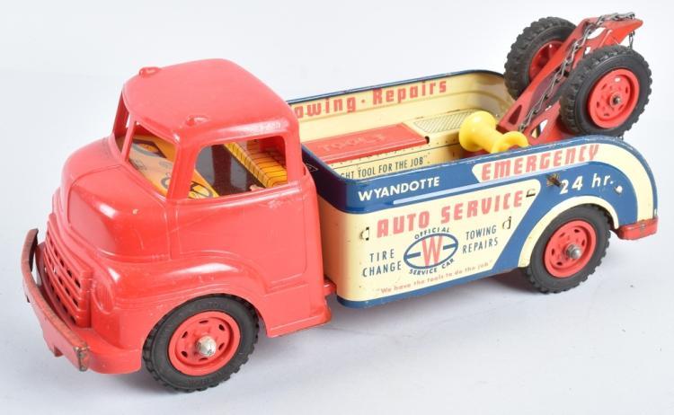 WYANDOTTE AUTO SERVICE TOW TRUCK