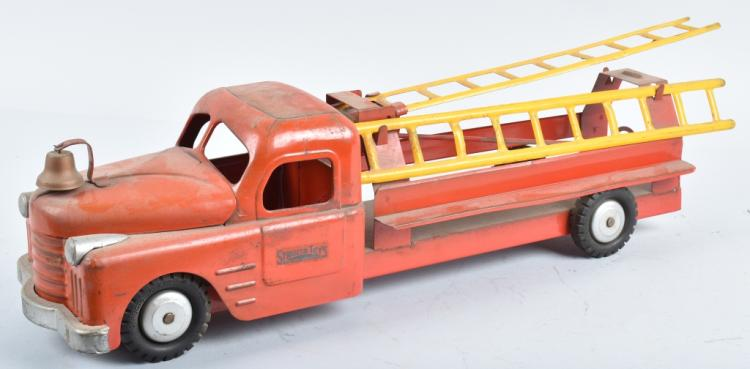 STRUCTO Pressed Steel FIRE LADDER TRUCK