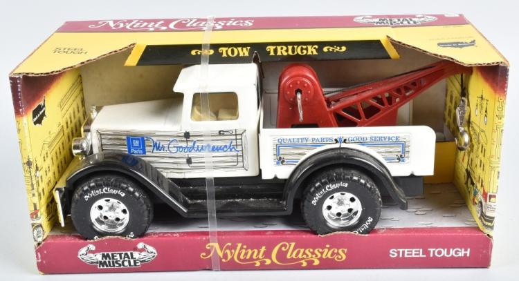 NYLINT CLASSICS MR GOODWRENCH TOW TRUCK MIB