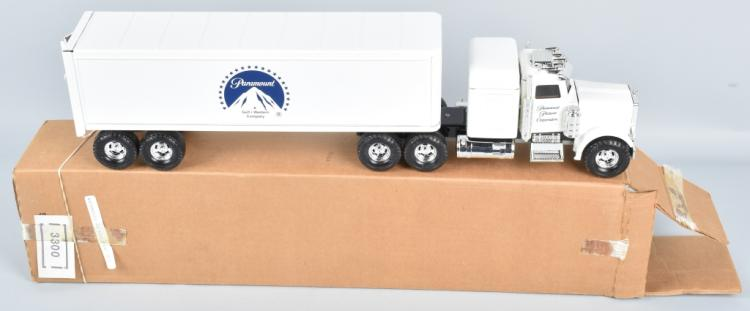 ERTL PARAMOUNT PICTURES TRACTOR TRAILER MIB