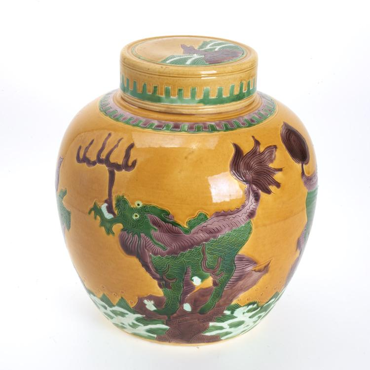 Chinese sancai glazed porcelain jar and cover