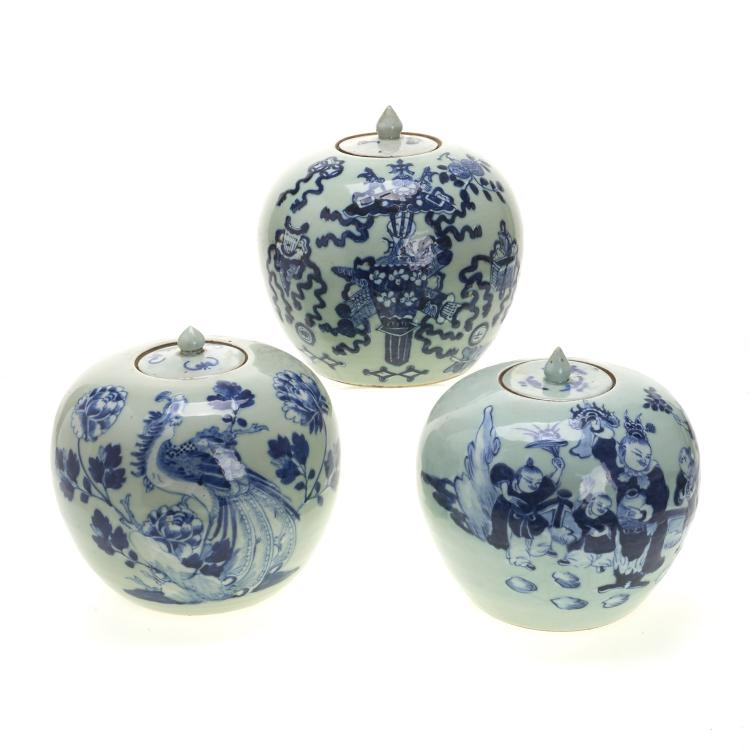 (3) Chinese blue and white globular covered jars