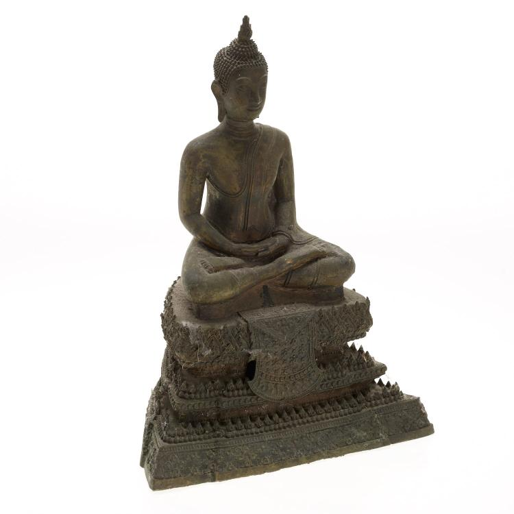 Antique Southeast Asian bronze seated Buddha