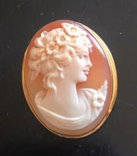 Lot 45: Exquisite Vintage Italian Cameo 18K Gold Brooch