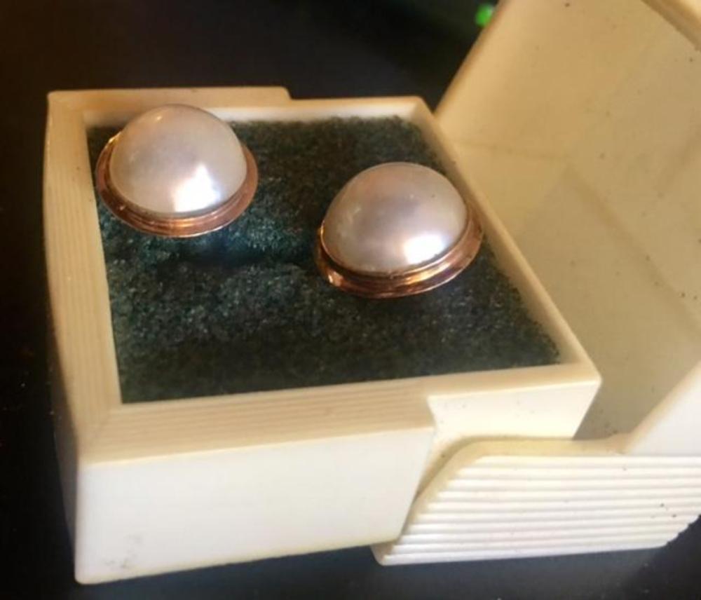Vintage 14K Gold Pearl Stud Earrings