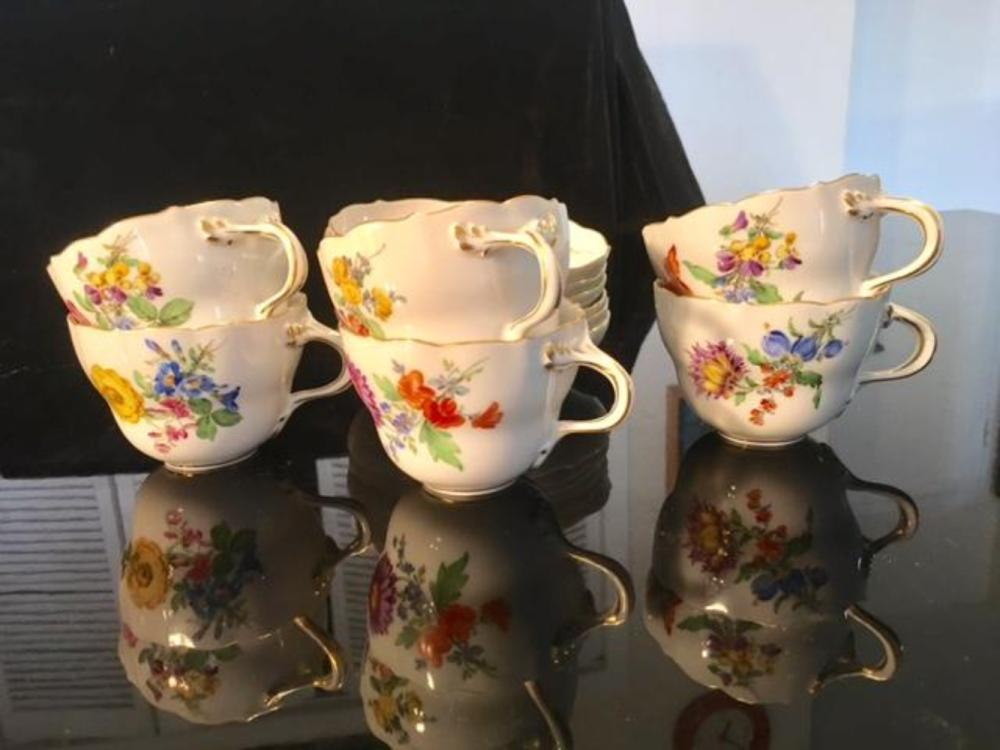Lot 31: Set for 6 MEISSEN Porcelain Tea Cups & Saucers