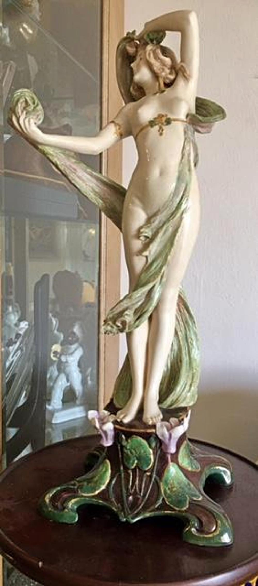 RIESSNER, STELLMACHER & KESSEL Amphora Depose Turn Wien Teplitz Nude Figure Statue
