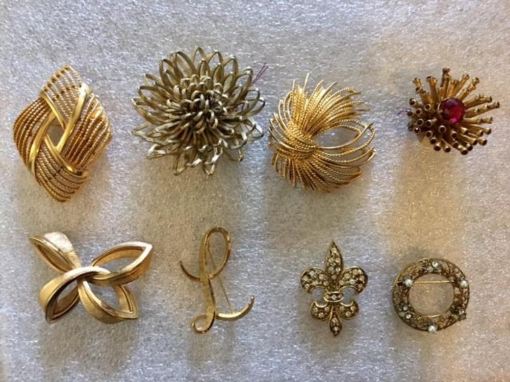 Set of 8 Vintage Brooches Monet Trifari Mamselle
