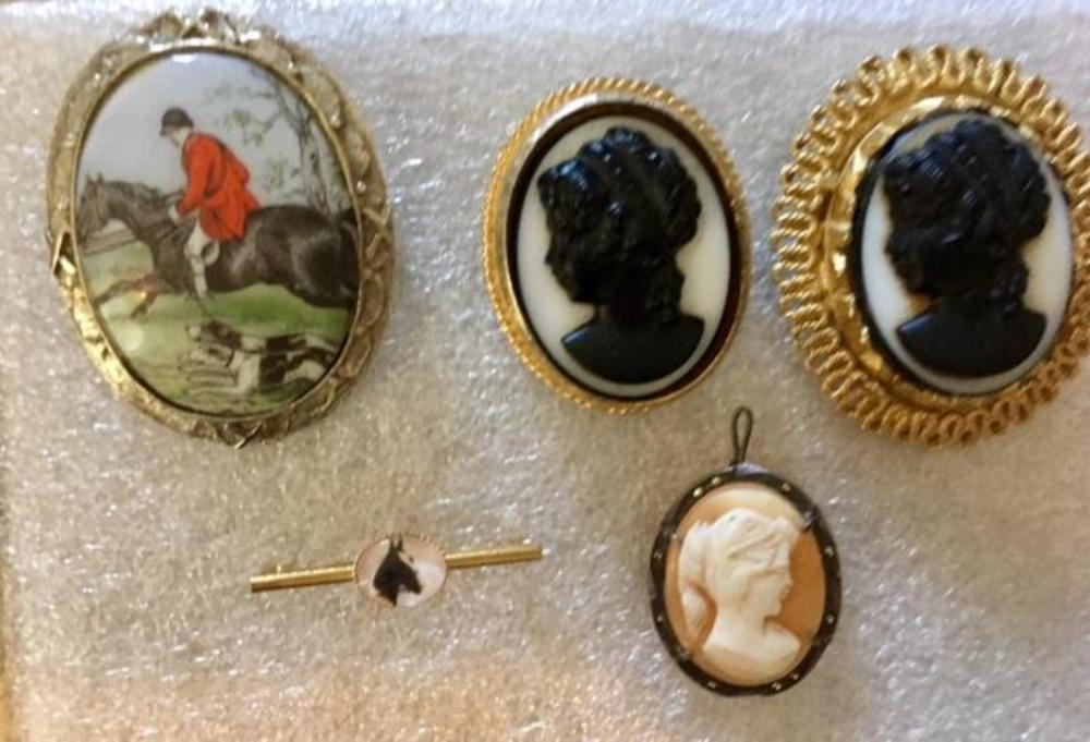 Lot 114: Set of 5 Vintage Cameo & Hunting Brooches