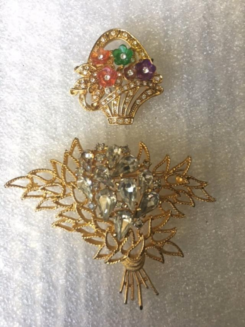 Lot 117: Set of 12 Vintage Brooches