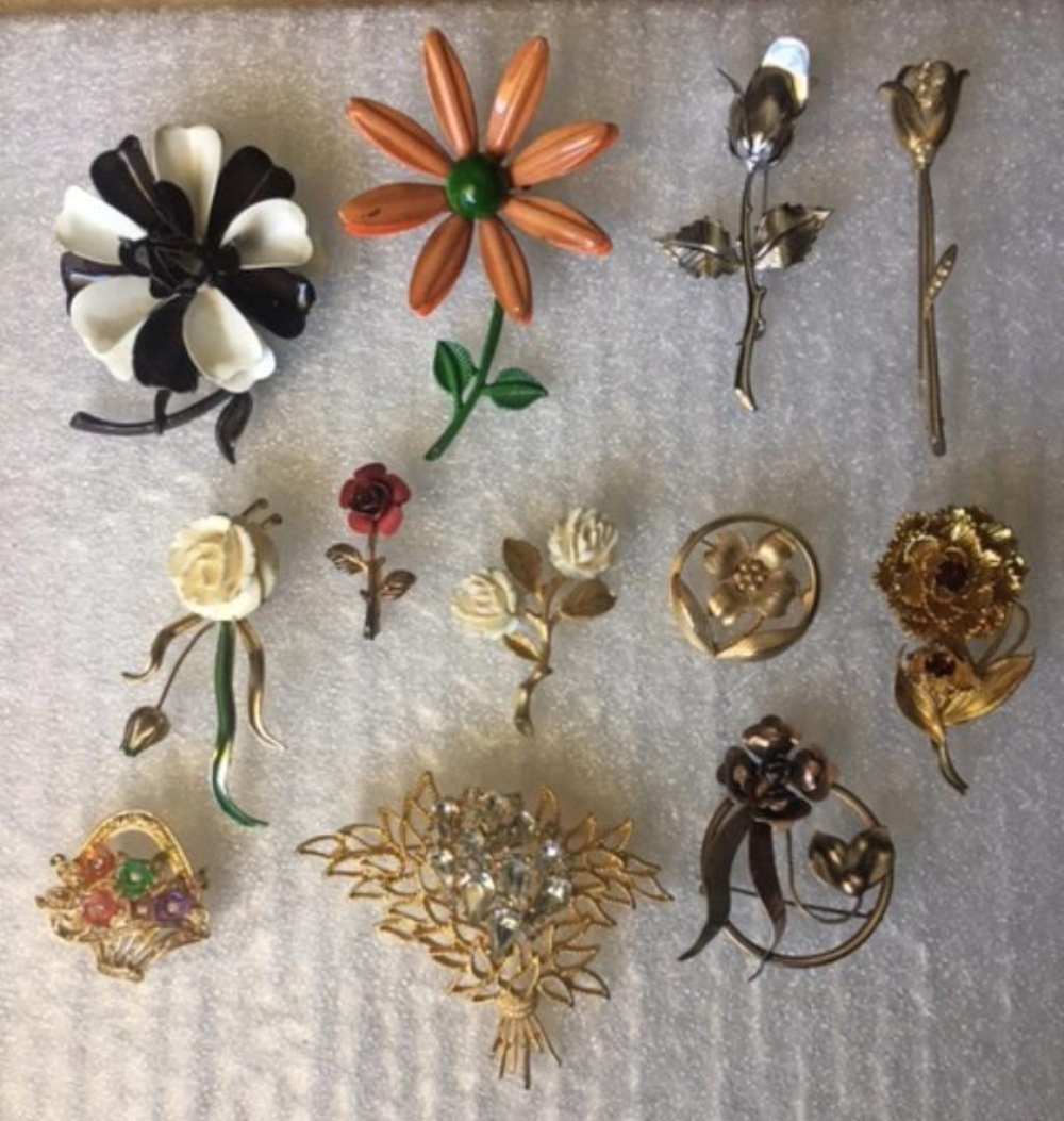 Set of 12 Vintage Brooches