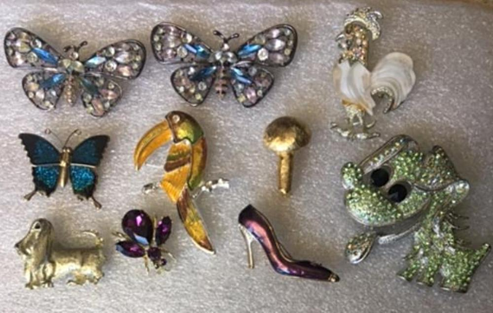 Set of 10 Vintage Brooches