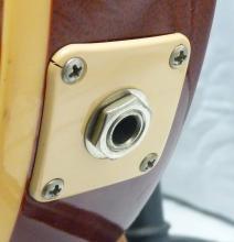 Lot 79: GIBSON LES PAUL Honeyburst 2004 Electric Guitar Hard Case