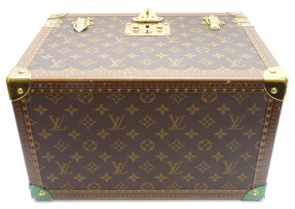 Lot 87: LOUIS VUITTON Monogram Canvas M21826 Boite Pharmacy Cosmetic Pouch Toiletry Case
