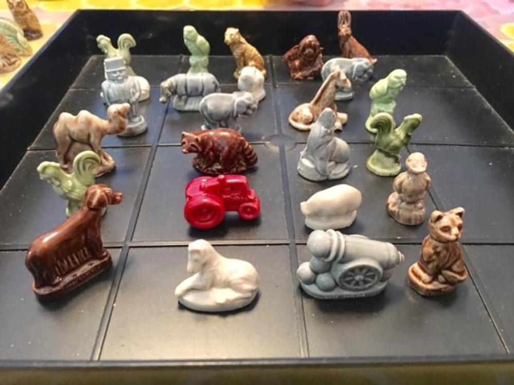 Set of 25 Wade England Porcelain Red Rose Tea Figurines
