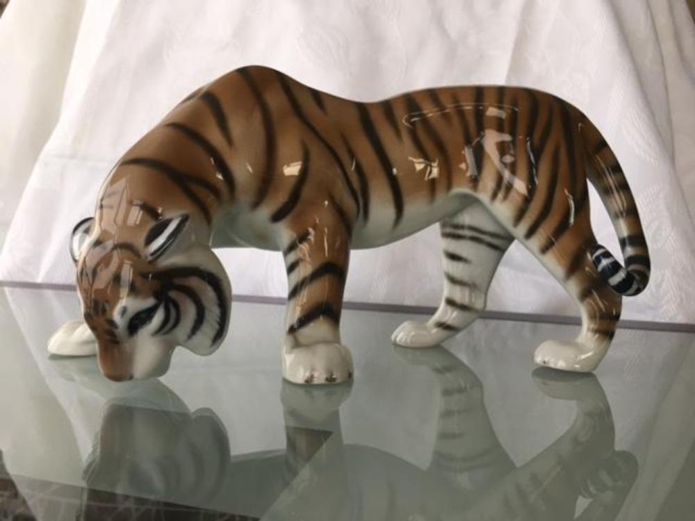 Lot 127: Rosenthal Bavaria Large Porcelain Tiger Figurine Sculpture