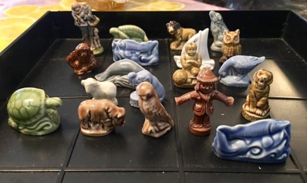 Lot 126: Set of 19 Wade England Porcelain Red Rose Tea Figurines