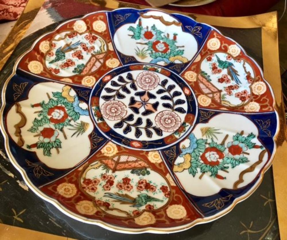 Lot 153: Japanese Imari Scalloped Edge Charger Large Plate Bowl