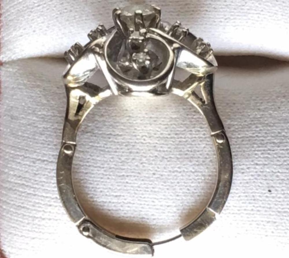 Lot 135: Platinum 1ct Diamonds Adjustable Shank Ring Flower Shape