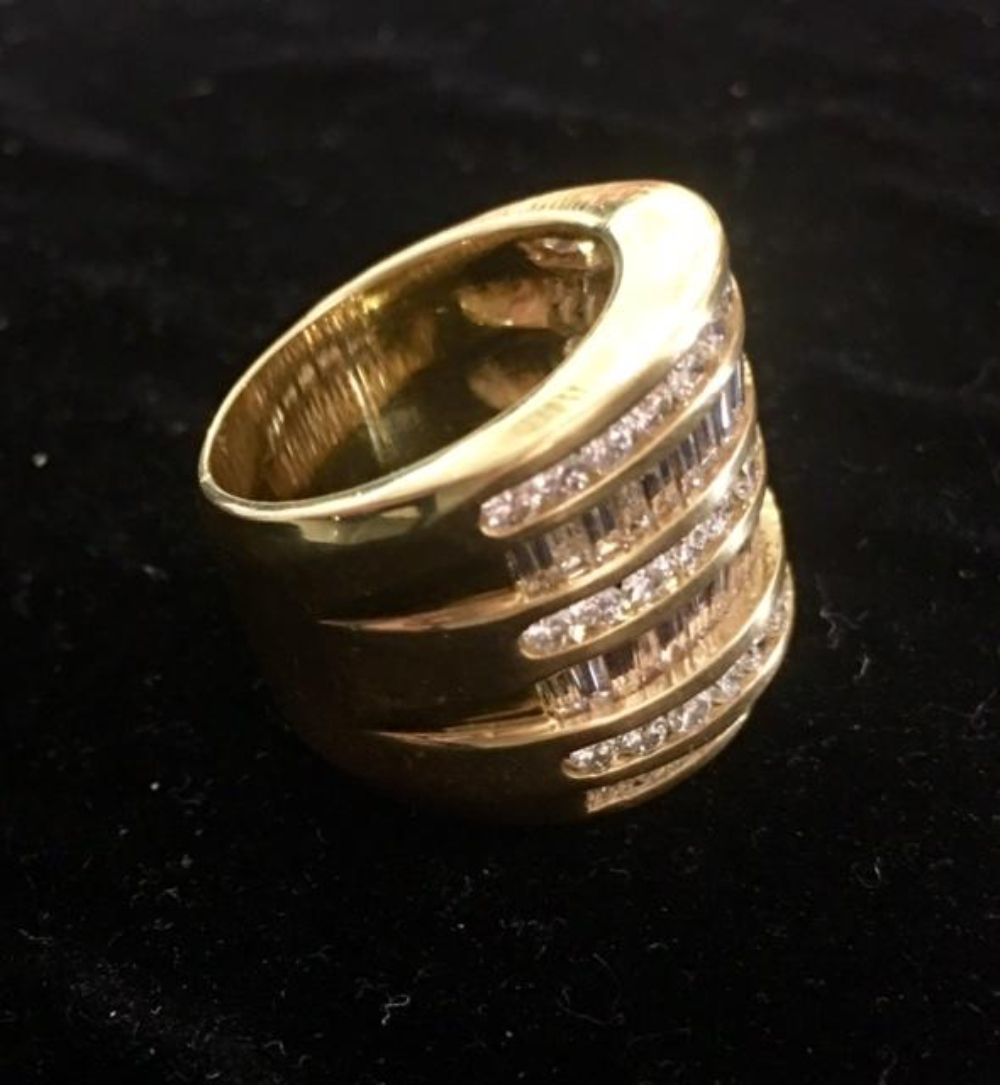 Lot 182: Large 18K Gold & Diamonds Coctail Statement Ring