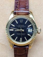 Lot 190: Womens Rolex DateJust 18k Gold Leather Band Watch
