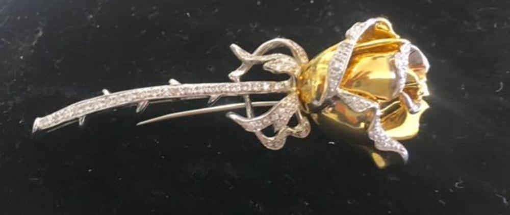 Lot 179: Beautiful 18K Yellow and White Gold & Diamonds Rose Pin Brooch