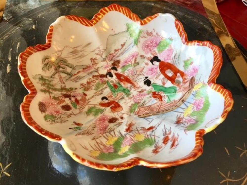 Japanese Porcelain Scalloped Edge Scenery Bowl Dish