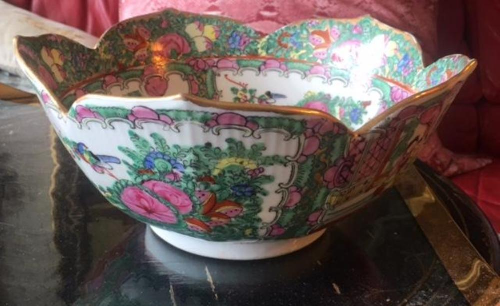 Antique Chinese Famille Verte Porcelain Scalloped Edge Scenery Footed Bowl Dish