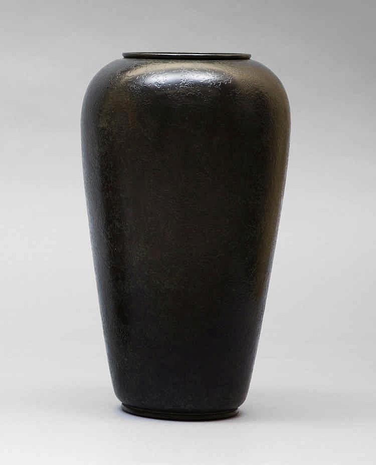 Maison christofle paris vase en dinanderie patin vert de for Forme de maison