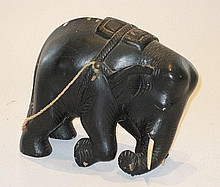A kneeling wooden elephant figure, 20cm