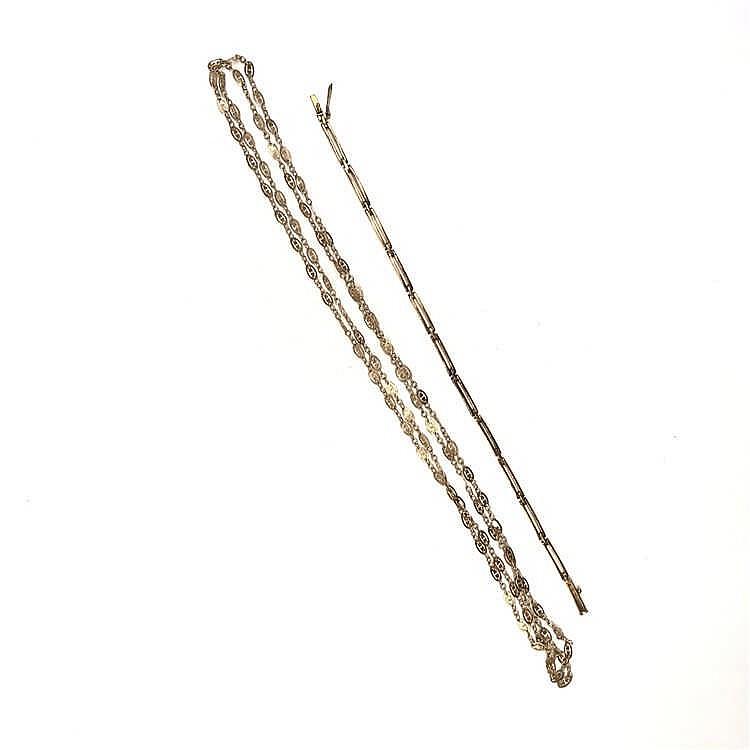 Collana e bracciale (non illustrati)
