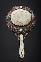 Specchio in argento, pietre preziose e giada incisa e sbalzata, Cina, XIX secolo