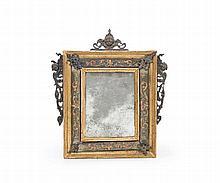 Due piccole specchiere con applicazioni in bronzo cm 24,5 x 20,5 e cm 24,5