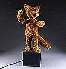 Automate de Vitrine de Magasin de Jouet. Figurant un loup monté sur un cais