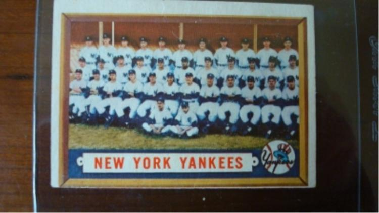 1957 TOPPS Yankees Team Card VG Light Crease